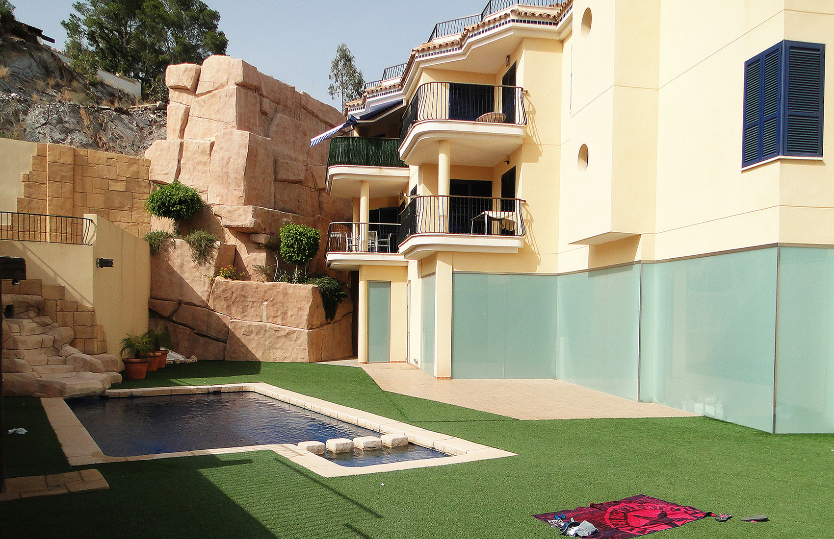 Alma E2 Pool
